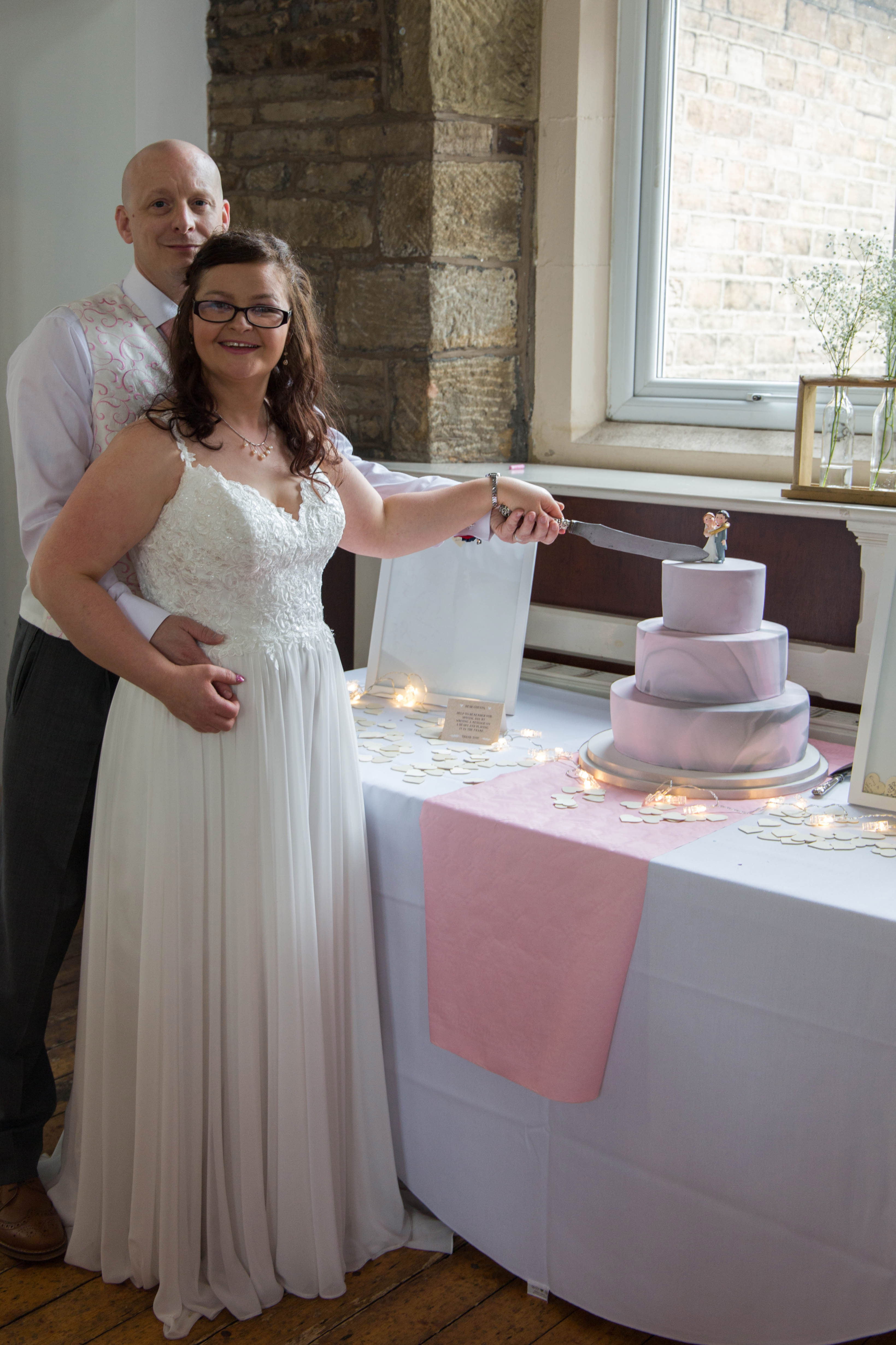 Oldham wedding photographer - cake cutting